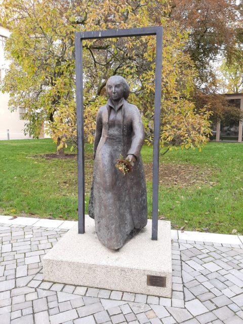 FrauenOrt Katharina von Bora-Bronzeplastik (Nina Koch, 2000) Lutherhaus Wittenberg