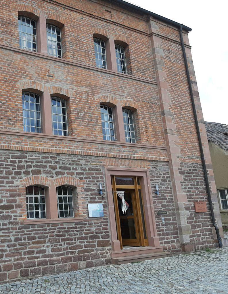 FrauenOrt Kloster Helfta Klosterladen (Tafel am Eingang)