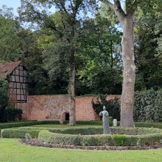 FrauenOrt Jenny Marx Salzwedel Garten hinterm Haus
