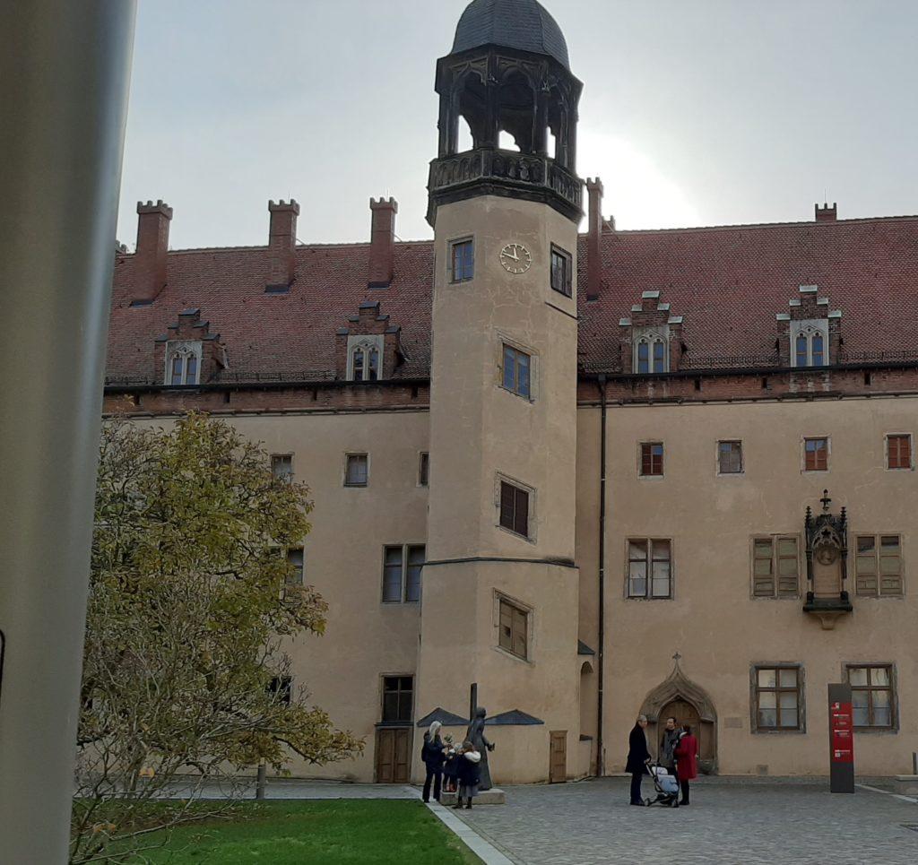 FrauenOrt Katharina von Bora Wittenberg Innenhofblick zum Turm