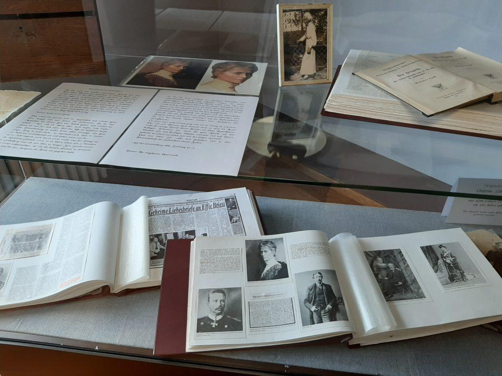 FrauenOrt Zerben Ausstellungsvitrine im Schloss