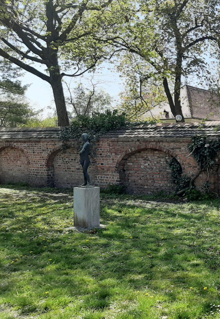 FrauenOrt_Dessau Ehemaliges Landesbehördenhaus_Stadtpark hinterm hinterm Teehäuschen