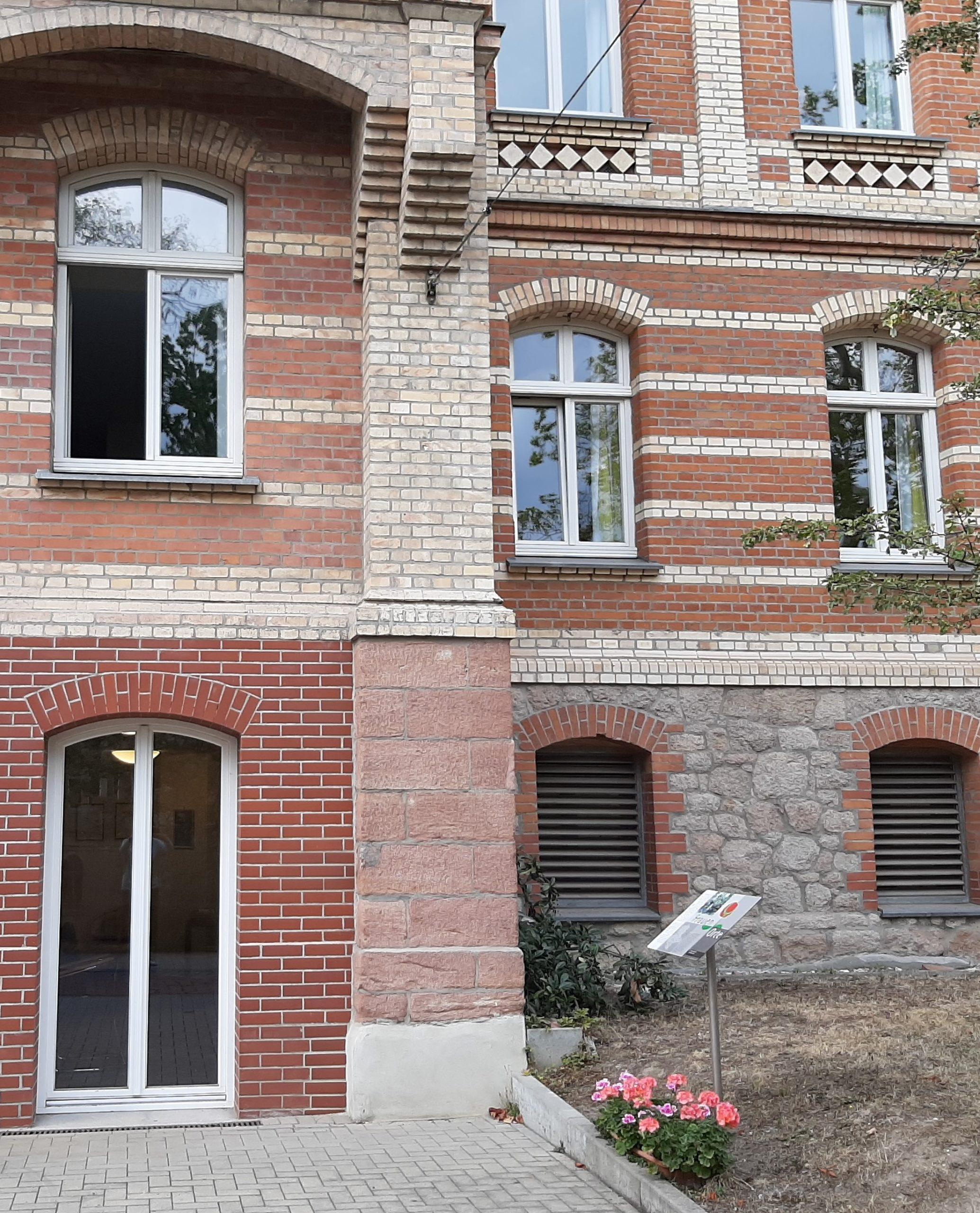 Halle FrauenOrt Diakonissen-Mutterhaus Klinikhaupteingang Mühlweg7