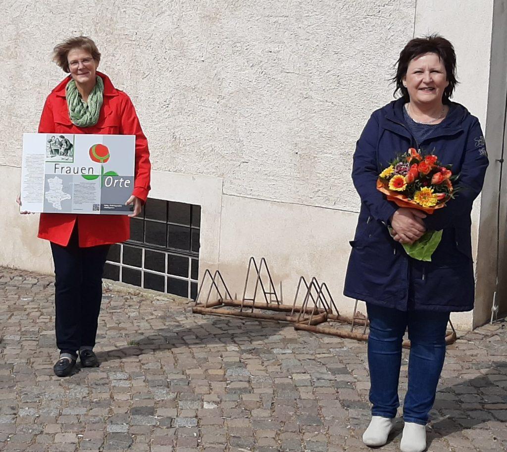 FrauenOrte Tafelübergabe Zörbig_vlnr Frau Triller_Stenschke Foto Stefan Auert_Watzik
