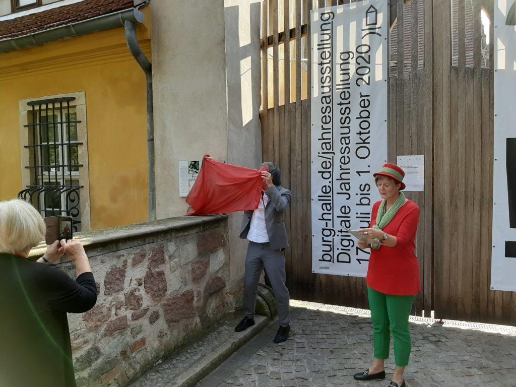 FrauenOrt Unterburg_Tafelenthüllung durch Rektor Hofmann_Foto FrauenOrte