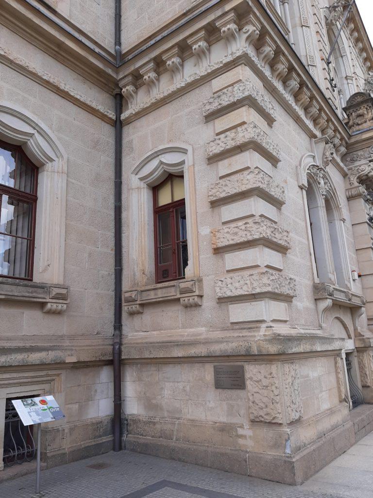 FrauenOrt Ständehaus Merseburg_Tafel links vom Haupteingang