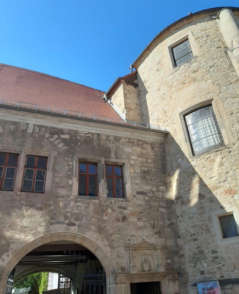 Neue Residenz Eingangsbereich mit Turm